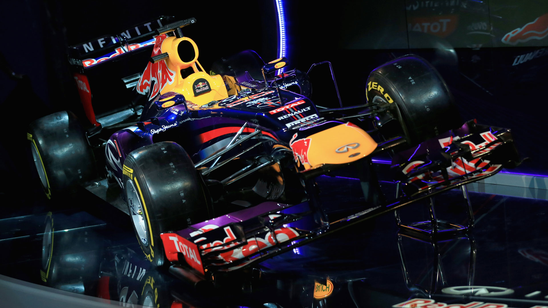 hd pictures 2013 launch red bull rb9 f1 car | f1-fansite