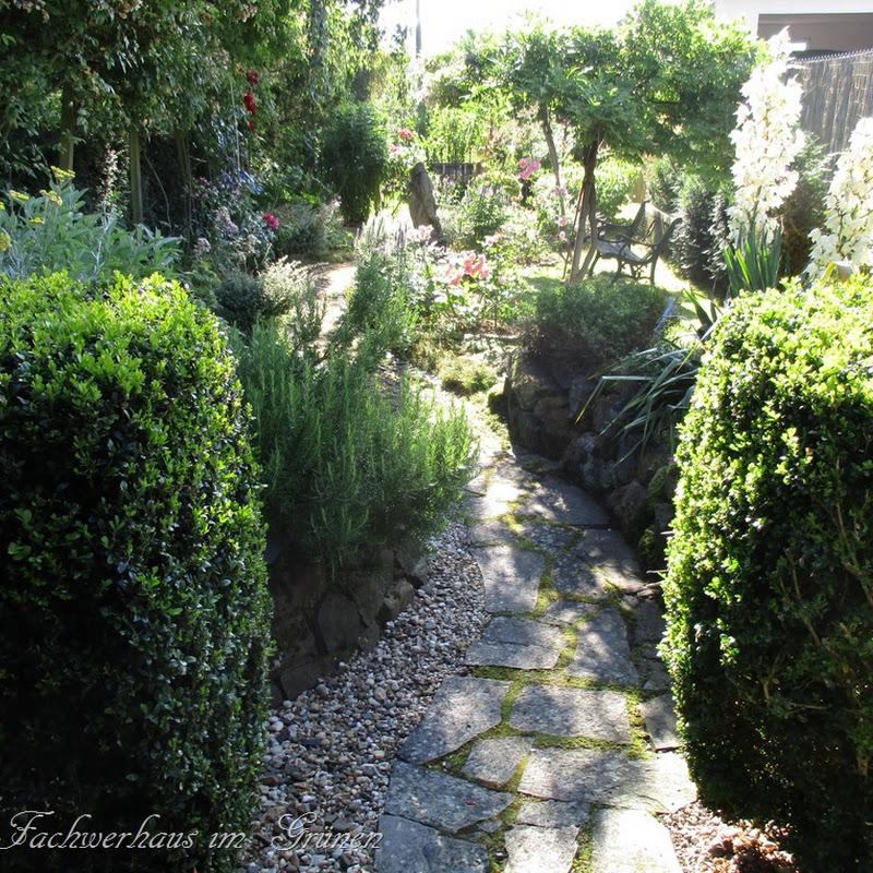 Wege und Räume im Garten