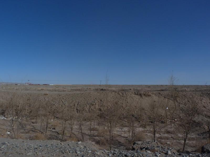 XINJIANG. Karakoram Highway, lune des plus haute route au monde, en passant a 4400 m - P1280441.JPG