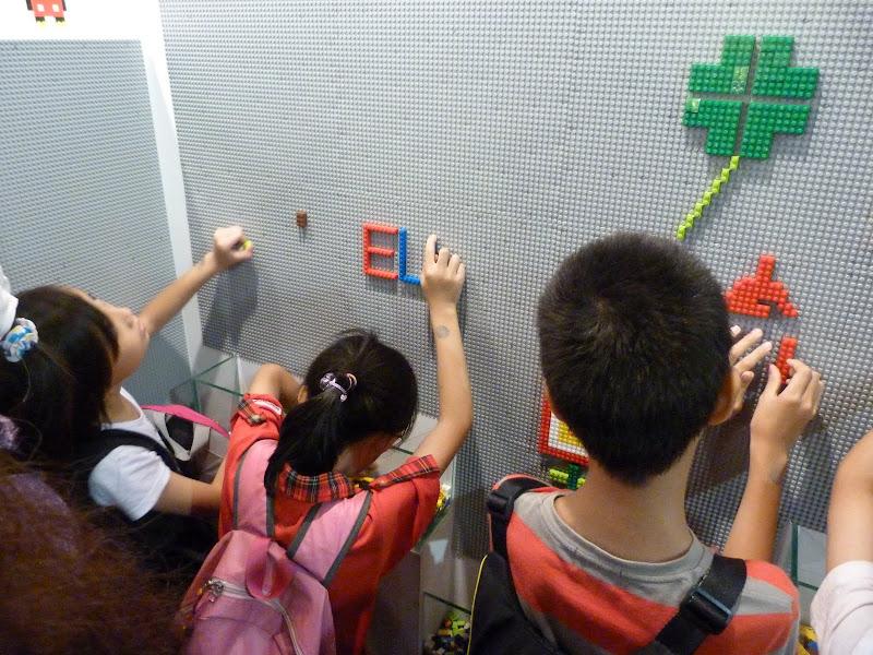 Taipei. Songshan Cultural and Creative Park. Nathan Sawaya. LEGO - P1230066.JPG