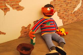"""Photo: Deschler Galerie: Patricia Waller Broken Heroes """"Ernie"""" o como le conocemos aquí """"Epi"""""""