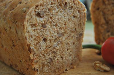 Pain aux noix et au piment d'Espelette - recette indexée dans les Divers