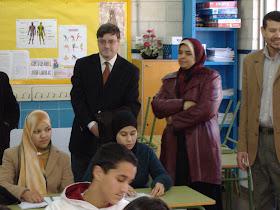 Latifa Boumediane en la madrasa durante la visita de José María Contreras, el entonces Director de la Fundación Pluralismo y Conviviencia.