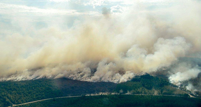 This aerial photo shows the advancing fire around Ljusdal, Sweden, as a wildfire sweeps through the large forest area Wednesday, 18 July 2018. Photo: Maja Suslin / Lehtikuva / AP