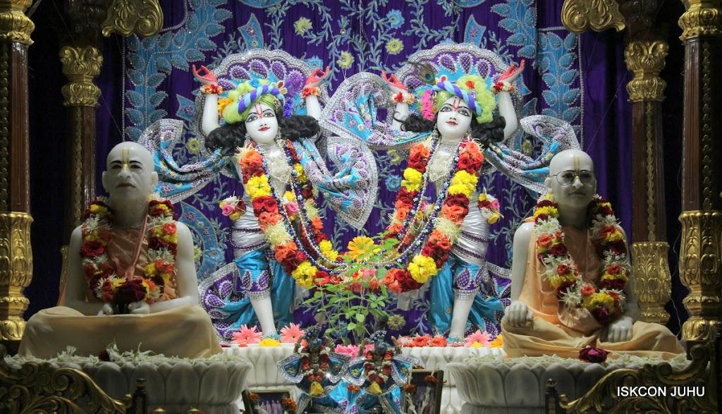 ISKCON Juhu Sringar Deity Darshan 17 Aug 2016 (34)
