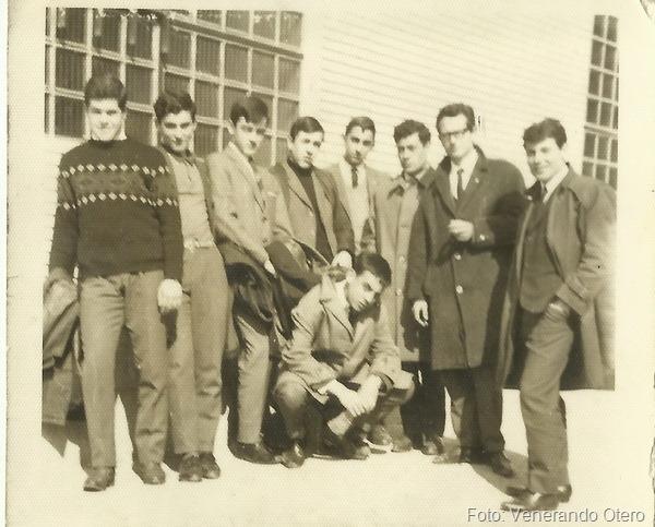 10.-Lopez Gandoy, Gadea, Mourenzana, Venerando ,¿..., o  Cordobes, ¿..., ¿...., agachado Castro de (Monterroso) foto de Venerando  Otero I_resize (1)