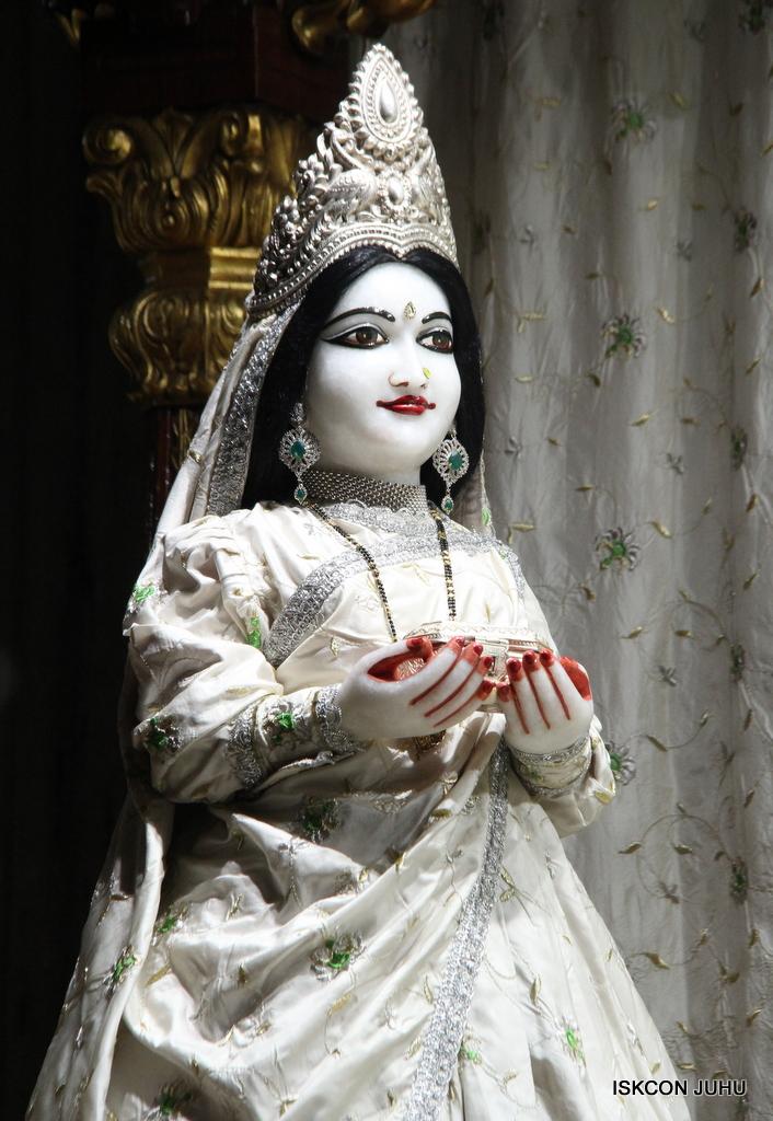 ISKCON Juhu Mangal Deity Darshan on 8th Sep 2016 (16)