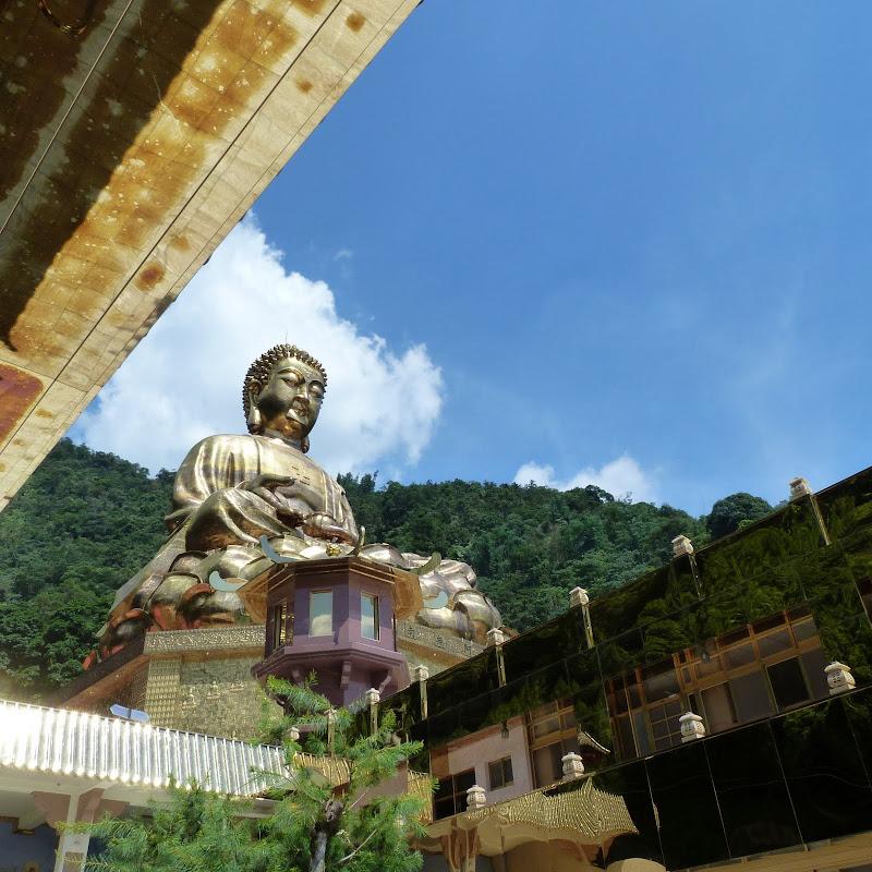 Puli. Divers et Golden Buddha.J 12 - P1170591.JPG