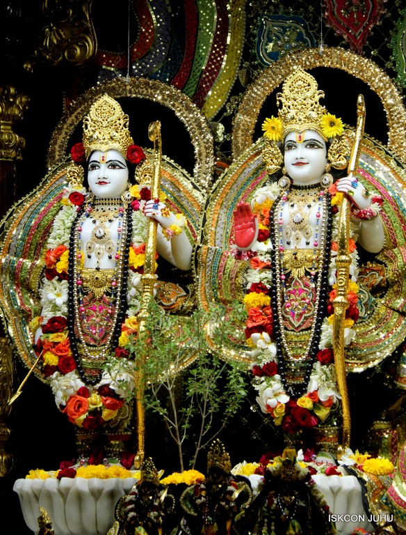 ISKCON Juhu Sringar Deity Darshan 09 April 2016 (24)