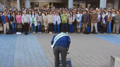 politician bowing