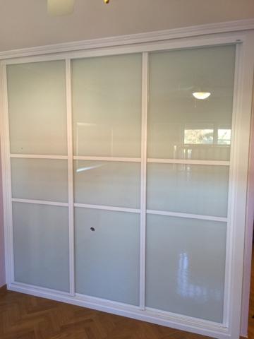 Puertas armarios tarimas ltimos trabajos realizados karpinteria puertas armarios y - Puertas de cristal para armarios ...