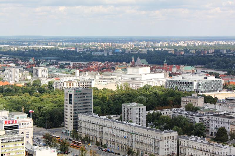 Vistas de la ciudad desde la terraza en el piso 30 del El Palacio de la Cultura y la Ciencia de Varsovia