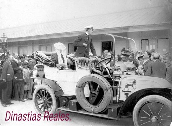 Los reyes de España, Alfonso XIII y Victoria Eugenia visitan la finca de los Duques de Santo Mauro, en La Fraguas, en 1906._0
