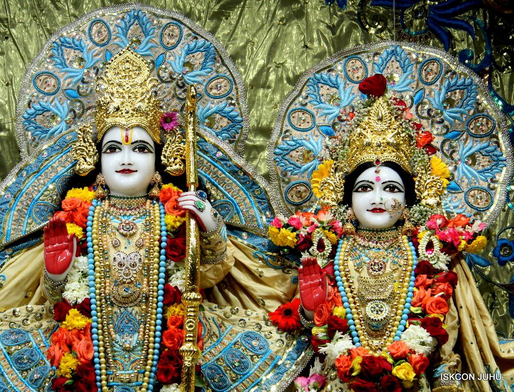 ISKCON Juhu Sringar Deity Darshan on 30th Dec 2016 (23)