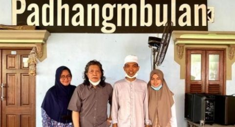 Ustaz Abdul Somad Sambangi Kediaman Cak Nun, Netizen Salfok Sama Hal Ini