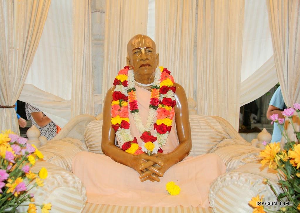 ISKCON Juhu Sringar Deity Darshan on 31st July 2016 (47)