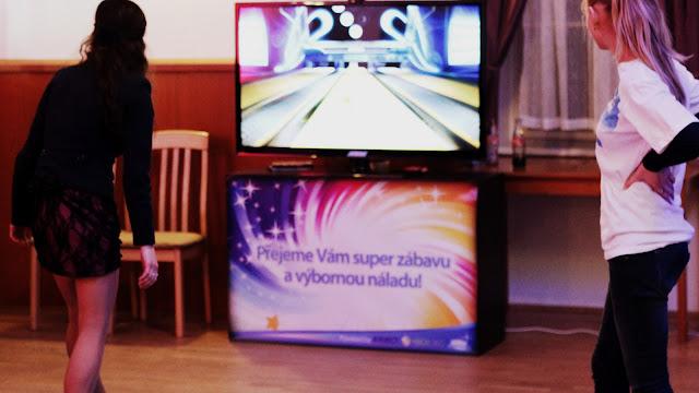 hry na svatbě bowling, Sportovní simulátory na svatbě nejlepsi svatebni zabava!