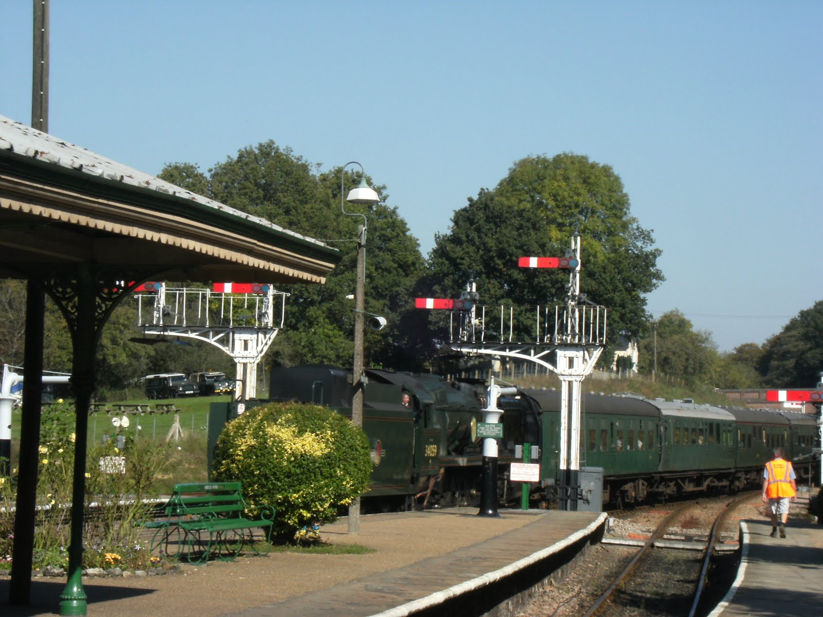DSCF9725 The 12:13 arrives at Horsted Keynes station