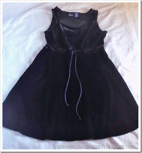 Making a simple velvet dress cuter with lace and pearls.
