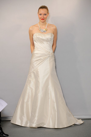 Ivory Halter Sweetheart Neckline Anne Barge Wedding Gown Dress