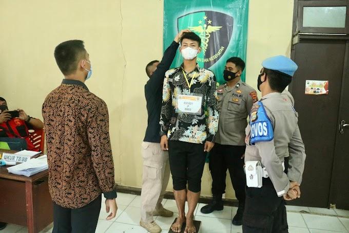 Bag. Sumda Polres Lampung Timur lakukan Pemeriksaan Administrasi Awal Bagi Para Calon Siswa Anggota Polri TA 2021