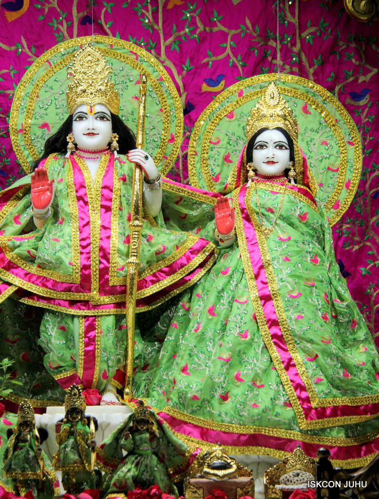 ISKCON Juhu Mangal Deity Darshan on 19th Nov 2016 (5)