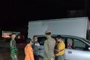 Anggota Kodim Sintang bersama Satgas COVID-19 Kabupaten Sintang Terus Lakukan Penyekatan di Pos Sepulut