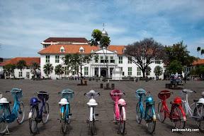 Główny plac starej Dżakarty, Fatahillah