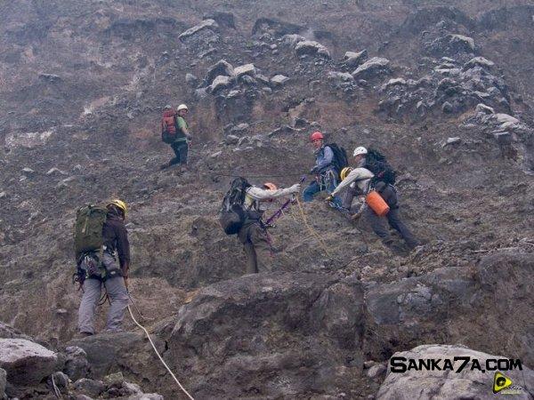 استكشافية لبركان نيراجونجو افريقيا 22.jpg