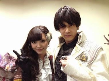Nanri Miki com o ator Konishi Ryosei, o GARO original, Saejima Kouga (冴島 鋼牙)