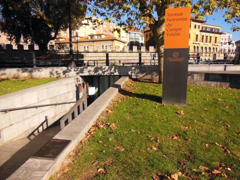 Entrada a las termas y ruinas romanas de Campo Valdés en Gijón
