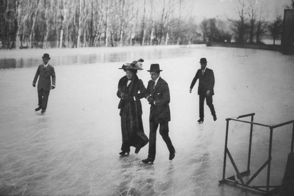reina Victoria Eugenia, ahora patinaje con su marido, Alfonso XIII de España