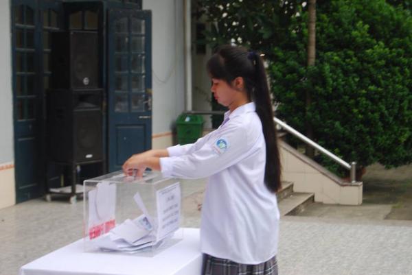 Trường THPT Phương Nam quyên góp ủng hộ đồng bào thiệt hại do bão lũ