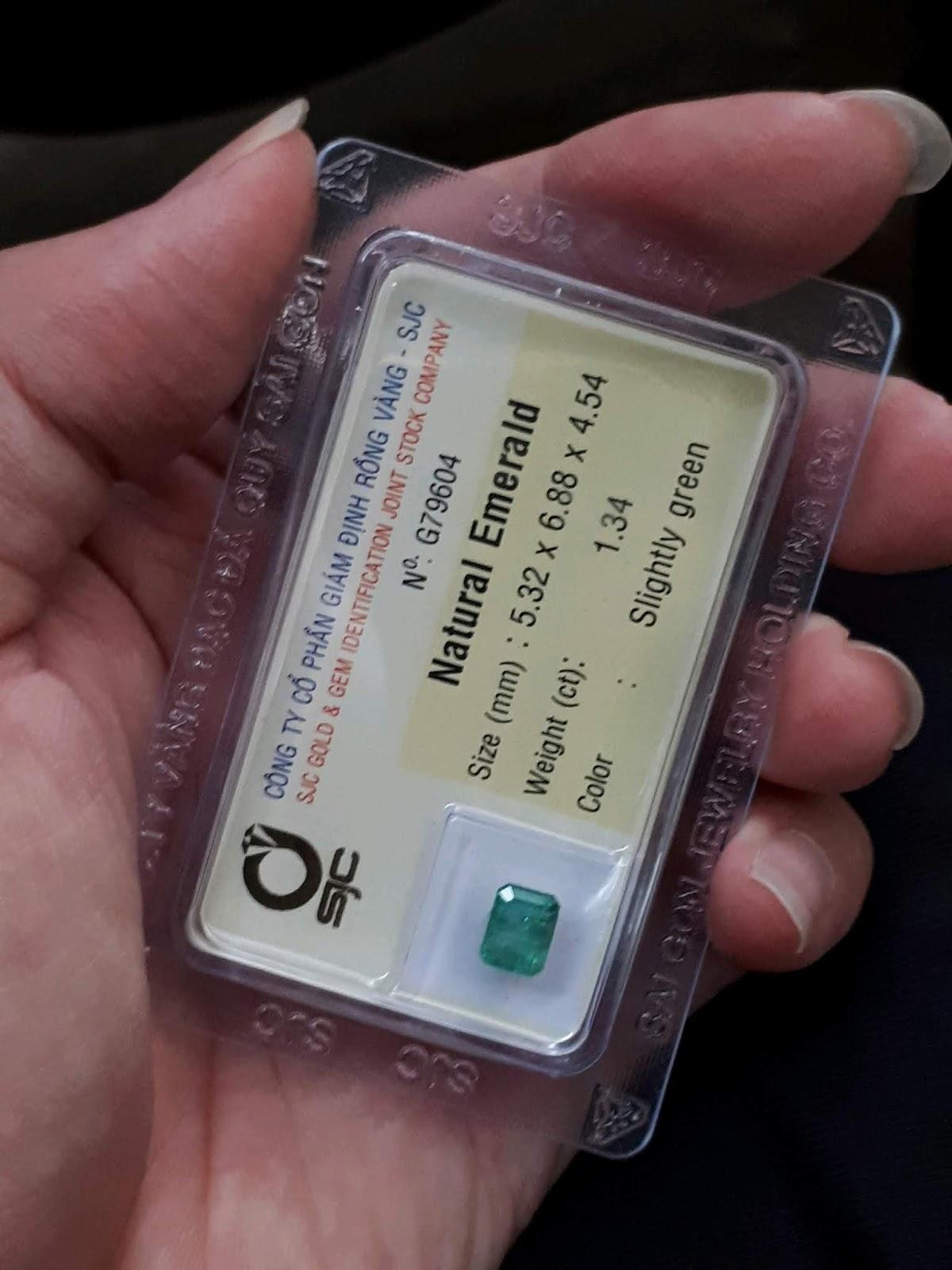 Đá Emerald Ngọc Lục Bảo thiên nhiên 1,34cts đã kiểm định SJC Rồng Vàng
