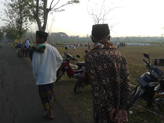 Menuju Lapangan Desa