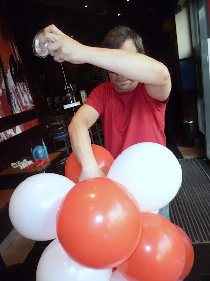 como-hacer-arco-decoracion-globos-11