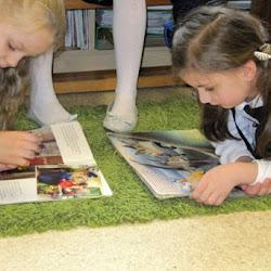 Pasowanie uczniów klas I na czytelników szkolnej biblioteki