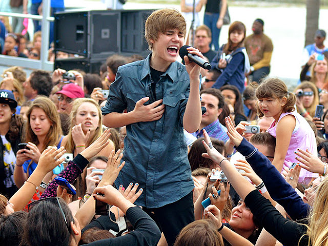 hot celebrities pics justin bieber hot sexy pics photos pictures best celebrity photos in 2010