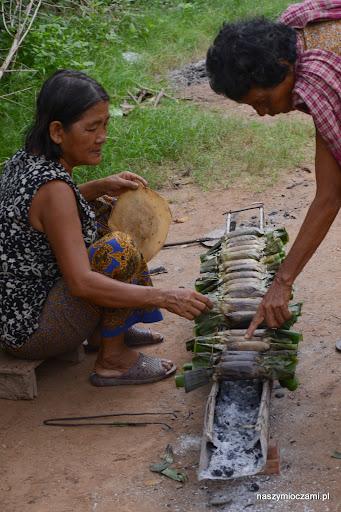 Posilamy się lokalną potrawą z ryżu z babana