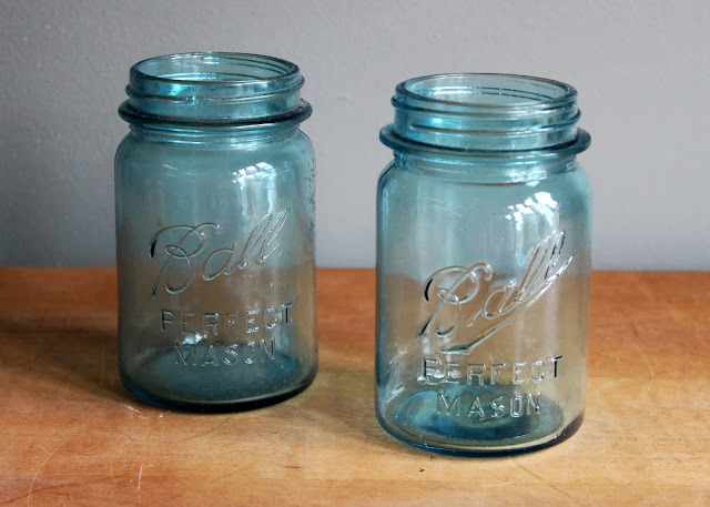 Pint-sized blue mason jar available for rent from www.momentarilyyours.com, $1.50 each.