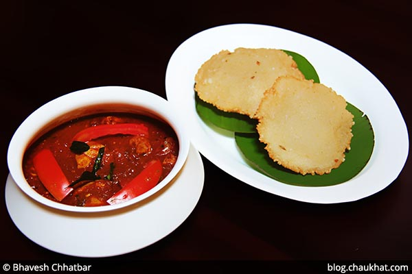 Nalukettu Kari Curry with Nei Pathiri at Savya Rasa [Koregaon Park, Pune]