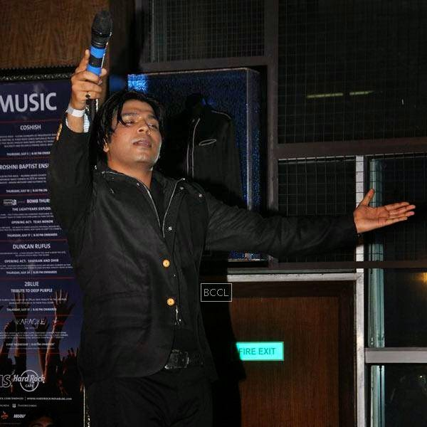 Singer Ankit Tiwari during his live concert, held at Hard Rock Cafe, on July 11, 2014.(Pic: Viral Bhayani)