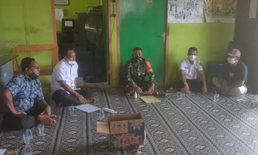 Babinsa Muara Kaman Hadiri Rapat Pembentukan RT SIGAP dan Posko Covid-19