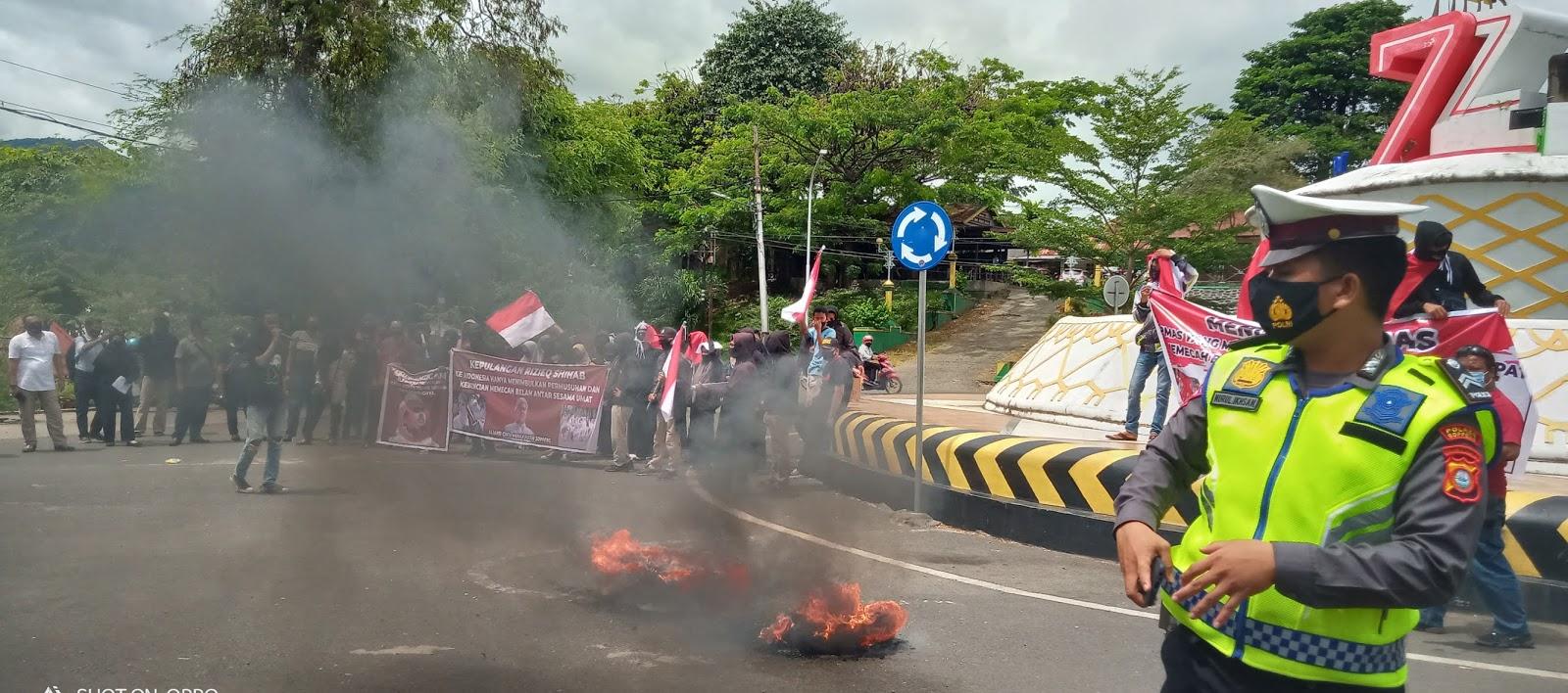 Massa Aliansi Cinta Merah Putih Dukung TNI/Polri dan Tegas Menolak Rizieq Shihab Dan Bubarkan FPI