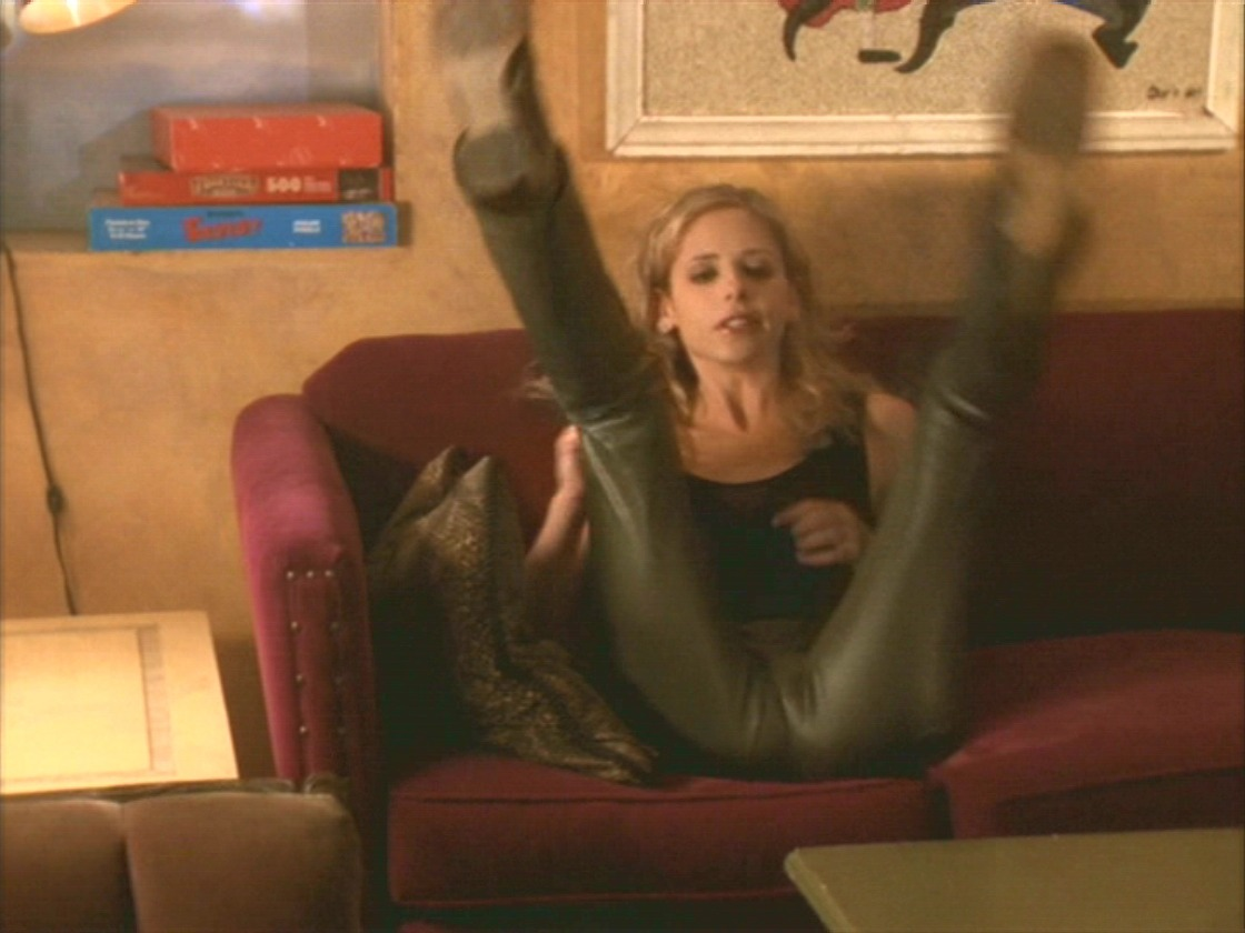 Sarah Michelle Gellar Camel Toe