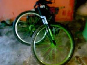 Sepeda lipat atau sepeda goyang