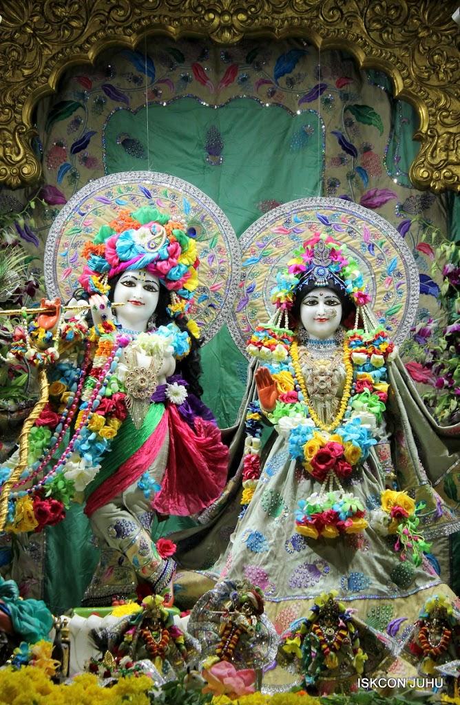 ISKCON Juhu Sringar Deity Darshan on 26th Aug 2016 (41)