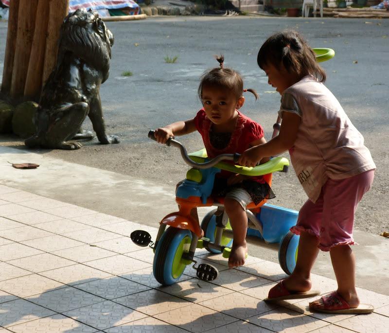 Shanmei, en scooter. J 16 - P1190240.JPG