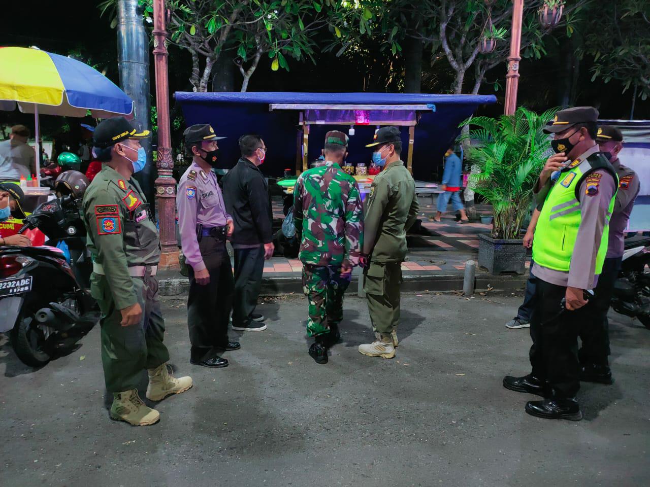 Tim Gabungan Patroli Gerakan Dirumah Saja, Jam Songo Ora Lungo