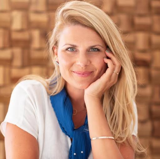 Nicole Davidow Photo 6